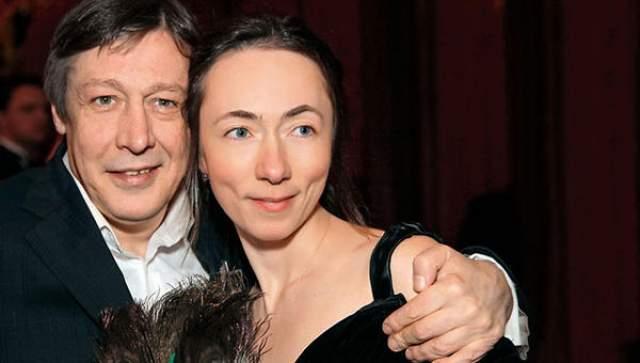 Сам Михаил сейчас живет в пятом браке - со звукорежиссером Софьей Кругликовой, которая родила от актера троих детей.