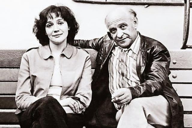 Елена Санаева и Ролан Быков. В 1972 году Быков познакомился с 29-летней актрисой Еленой Санаевой, дочерью известного актера Всеволода Санаева. От первого брака у Санаевой был сын – Павел, которого Ролан Антонович усыновил.