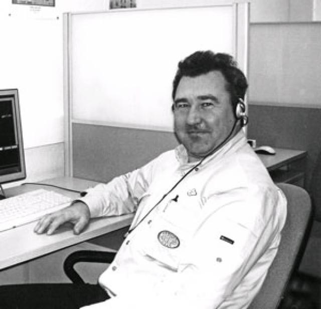 """Самолетом управлял командир 45-летний Сергей Шибанов , проработавший в авиакомпании """"Сибирь"""" 1 год и 1 месяц. Налетал 10 611 часов, 1056 из них на Airbus. Второй пилот - 48-летний Владимир Черных налетал 9971 час, 158 из них на Airbus A310."""