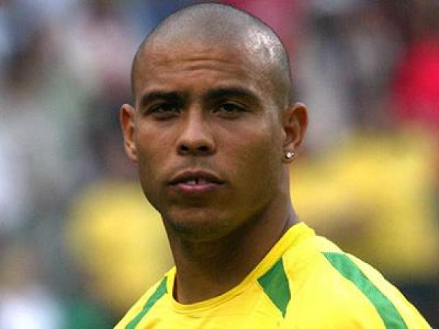 """Роналдо. Форвард """"Реала"""" и сборной Бразилии, по результатам множества опросов и мнений специалистов, являлся одним из лучших игроков в истории футбола."""