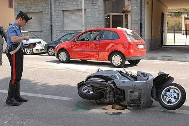 Мотороллер Vespa, на котором Пининфарина ехал на работу, столкнулся с автомобилем Ford Fiesta, за рулем которого находился 78-летний мужчина, некий Джулиано Салми.
