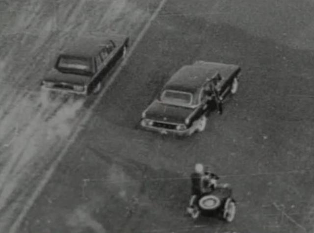 Огонь по кортежу вел один из милиционеров оцепления. С двух рук за полминуты он успел отстрелять почти два магазина пистолета Макарова.