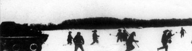 Китайцы продолжали атаковать боевые позиции советских пограничников у острова. Помощь пограничникам в эвакуации раненых и подвозе боеприпасов оказывали жители деревни Нижнемихайловка и военнослужащие автомобильного батальона.