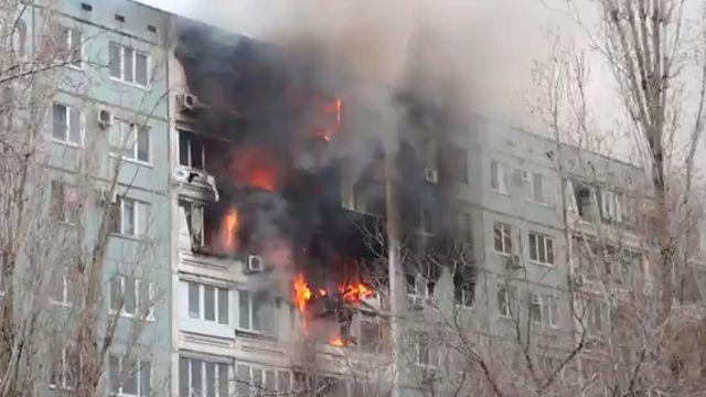 48. Взрыв дома в Волгограде. Взрыв в доме произошел днем 20 декабря. В результате обрушились конструкции межэтажных перекрытий и стены. 38 квартир фактически были полностью уничтожены взрывом и последующим возгоранием.