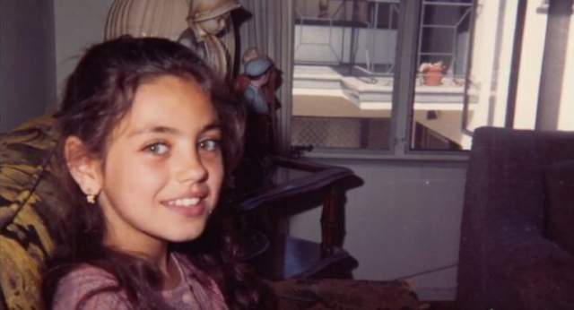 """Мила Кунис. Милена Марковна родилась в украинском городе Черновцы в 1983-м году. Мать Милены работала учительницей физики, отец трудился инженером-механиком на заводе """"Легмаш"""". В США семья Кунис эмигрировала в 1991 году, в период распада Советского Союза."""