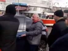 В Киеве жестоко избили автохама на BMW, устроившего огромную пробку