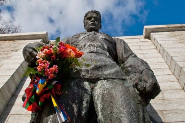 """Памятник Воину-освободителю в Таллине (Эстония). В народе называется """"Бронзовым солдатом""""."""