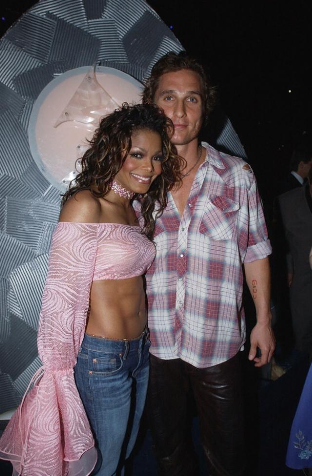 Джанет Джексон и Мэттью Макконехи. Эта странная пара стречалась в 2002 году. По слухам интрижка вспыхнула после церемонии вручения наград Грэмми.