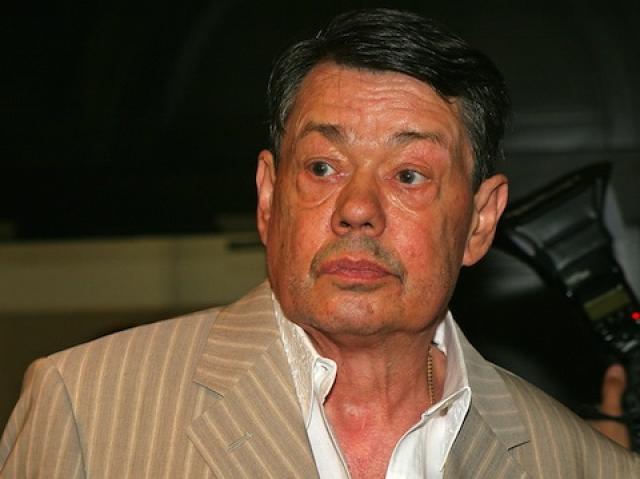 Караченцов пролежал 26 дней в коме. В начале июня его перевели в Центр патологии речи и нейрореабилитации. Процесс выздоровления затянулся и лишь в мае 2007 года актер смог подняться на сцену, показавшись зрителям.