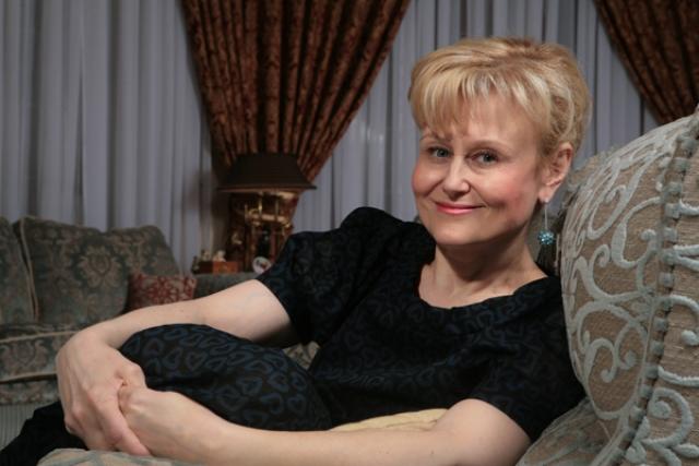 """Дарья Донцова. Популярная писательница сумела победить рак груди на последней, четвертой стадии. Как рассказывала Донцова, когда в 1998 году она обратилась к онкологу, тот сказал ей без обиняков: """"Жить вам осталось месяца три""""."""