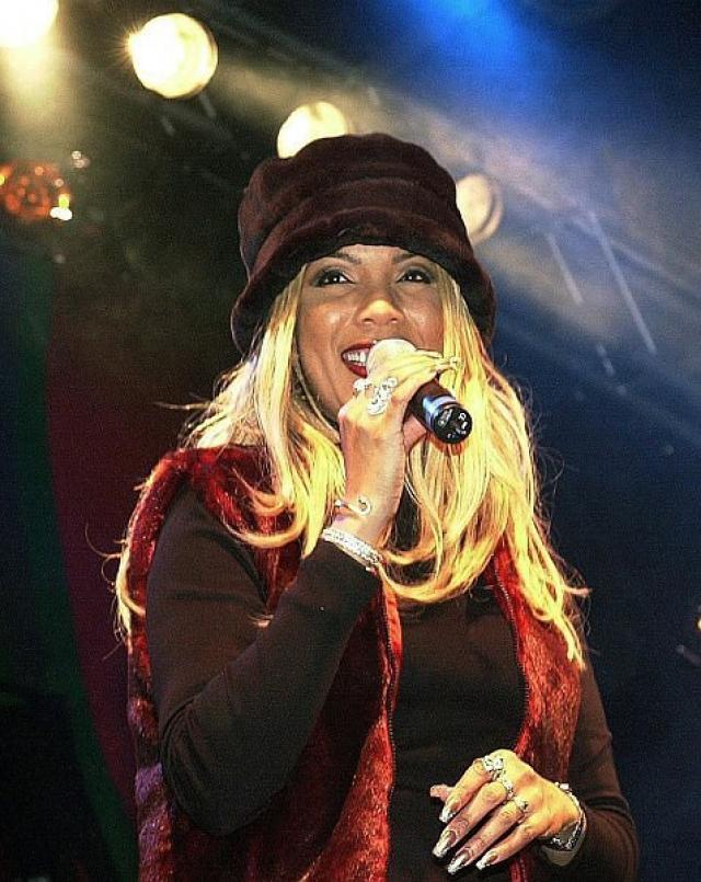 Мелани Торнтон . Известная певица погибла в результате катастрофы самолета RJ-100 Avro авиакомпании Crossair в нескольких километрах от аэропорта Цюриха.