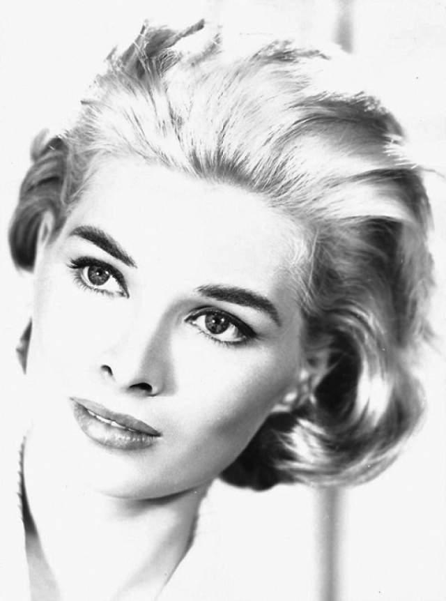 Шилла (Сцилла) Габель За свою карьеру Шилла снялась в более чем 50 кинолентах, и стала лучшим воплощением представлений о женской красоте. Дебютировала на экране в 1954 году, и продолжает сниматься. Несмотря на возраст, ведет активный образ жизни, у нее есть странички в социальных сетях, и даже свой сайт.
