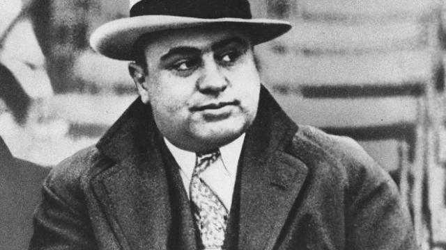 Два покушения на жизнь и тяжелое ранение Торрио в перестрелке заставили его отойти от дел и назначить Аль Капоне своим преемником.