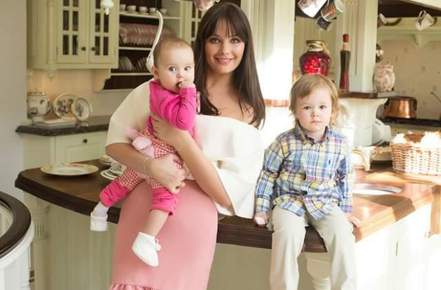 В 2011 году Федорова вышла замуж за офицера ФСБ, родила детей и блистательно состоялась в роли домохозяйки.