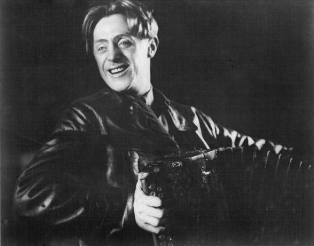 """Впервые снялся в кино еще до революции. А так актер выглядел в одном из своих первых фильмов """"Его призыв"""", вышедшем в 1925 году."""