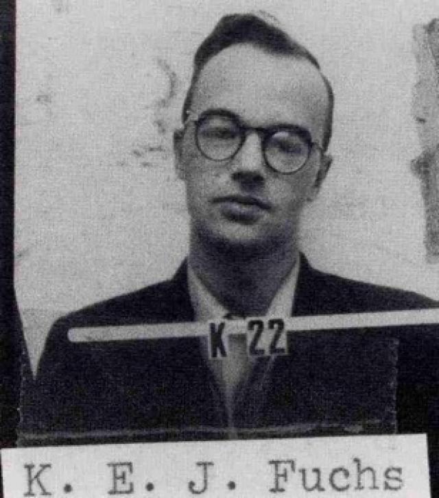За шпионаж его приговорили к четырнадцати годам тюрьмы. Фукс признал, что использовал Голда как курьера, но выяснить, имел ли Фукс какие-либо контакты с Розенбергами, так и не удалось.