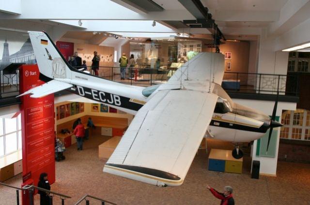 Самолетом Руста сегодня владеет богатый японский бизнесмен. Он держит самолет в ангаре, надеясь, что со временем его стоимость вырастет. Кстати, до Руста в СССР уже несколько раз приземлялись иностранные самолеты, но у их пилотов были более четкие цели.