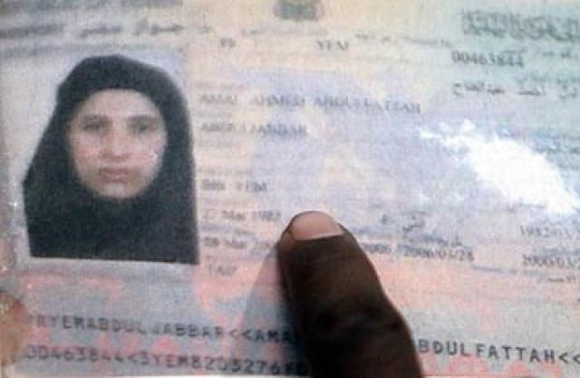 В-третьих, одна или две женщины из укрытия, в том числе одна из жен бен Ладена, опознали тело бен Ладена после смерти. Жена бен Ладена, по-видимому, также назвала его по имени во время атаки, непреднамеренно оказав помощь в его идентификации американскими военными на месте.