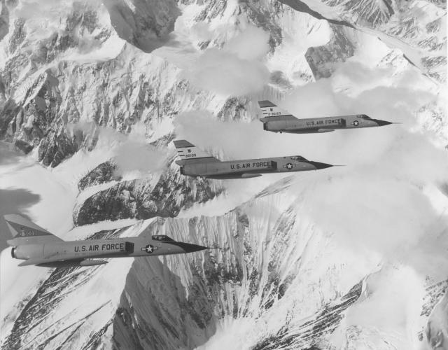 Как только сообщение поступило в САК, команда приняла меры и поступил приказ пилотам бомбардировщиков и танкеров принять боевую готовность.