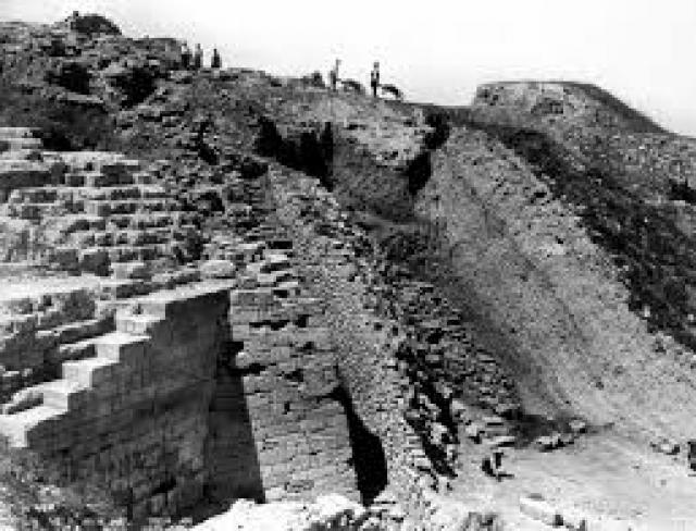 """Он объявил его """"кладом Приама"""", а руины — остатками города Трои, описанного в """"Илиаде"""" Гомера."""