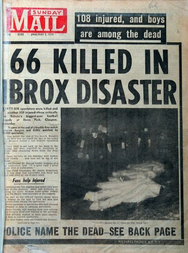 Несущие конструкции трибун не выдержали и обвалились. Погибли 66 человек, травмы получили порядка 150.
