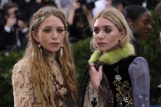 """Мери-Кейт и Эшли Олсен , 32 года. Девушек даже прозвали """"бабушками"""" в прессе. Что на них так негативно повлияло - никто не знает."""