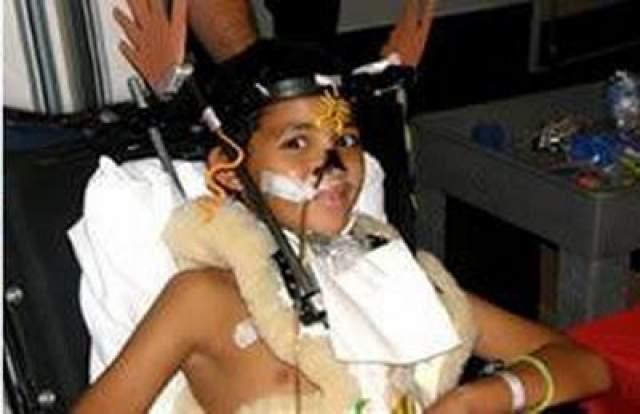 После автокатастрофы в 2008 году, после того, как самосвал врезался в автомобиль, в котором он и его мать путешествовали, голова Тэйлора была повторно связана с его спинным хребтом металлическими пластинами и стержнями титана.