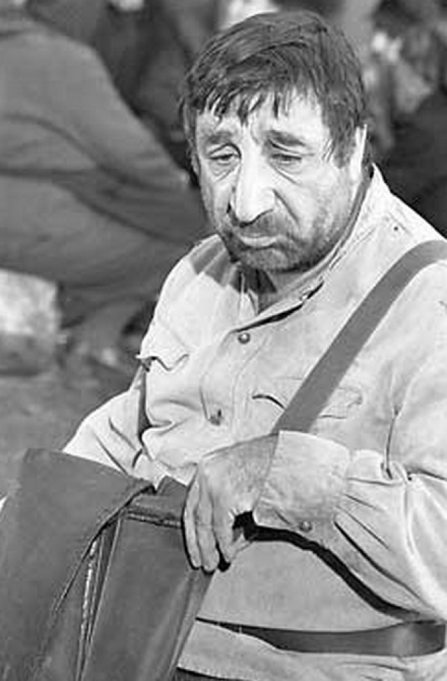 Скончался 29 декабря 1993 года в своей квартире в Ереване. На похороны пришли тысячи людей, траурная колонна с телом Мкртчяна прошла по центральной улице города. Похоронен в пантеоне парка имени Комитаса в Ереване.
