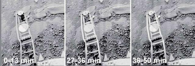 """""""Черный лоскут"""" у измерителя механических свойств грунта. Неизвестный объект появился в первые 13 минут после посадки, обвившись вокруг конического измерительного молотка, который частично углубился в грунт. Сквозь черный объект просвечивают детали механизма. На последующих изображениях """"черный лоскут"""" уже отсутствует."""