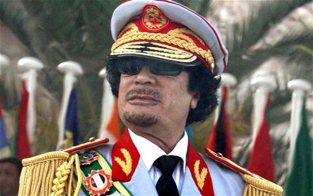 Бедуин по рождению, Каддафи, мог на несколько месяцев уехать жить в пустыню вместе со всем своим окружением. Так он демонстрирует любовь к милым сердцу пескам.