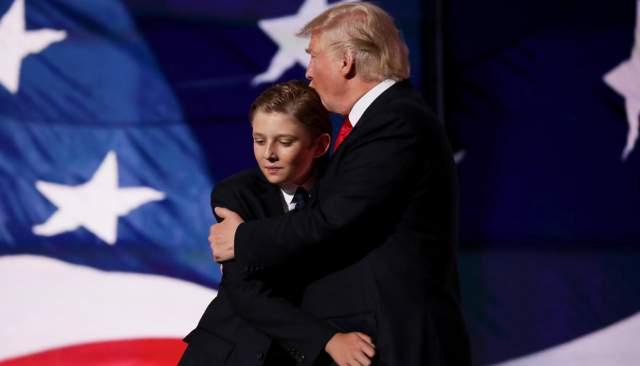 Первая леди Америки Мелания родила Трампу его пятого ребенка — сына Бэррона.