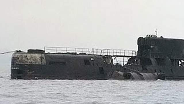 Радиоактивный фон в лодке вырос до 90 тыс. ренген. Советская власть установила информационную блокаду. Однако после распада СССР стало известно, что в ходе катастрофы пострадали 290 человек, из них 10 - умерли из-за самого взрыва, а 39 человек - пострадали от лучевой болезни.