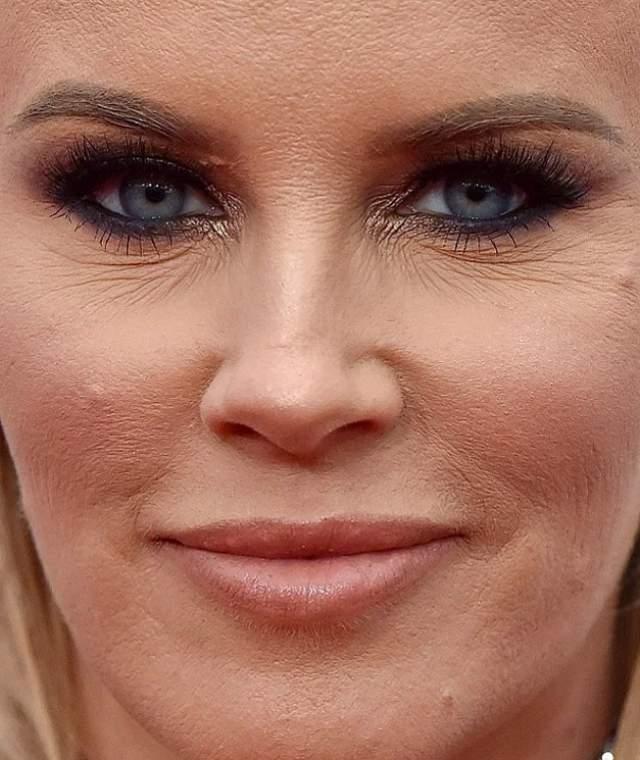 Бывшая модель Playboy, а ныне успешная актриса Дженни Маккарти при такой съемке вряд ли смогла бы спрятать возрастные изменения.