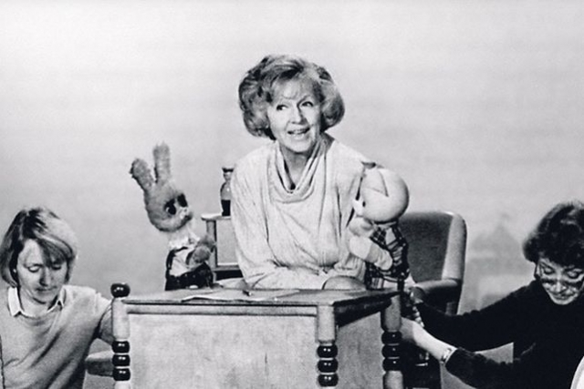 """Тетя Валя. Первой ведущей """"Спокойной ночи, малыши"""" стала Валентина Леонтьева, но в 1965 году ей пришлось переехать в Нью-Йорк с супругом-дипломатом."""