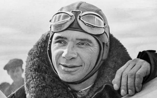 Владимир Коккинаки. 1904-1985. Дважды Герой СССР. Поставил 22 мировых авиационных рекорда, включая рекорды высоты и максимальной скорости полета.