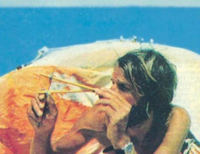 Его шлюпка затонула прямо в центре Атлантического океана, и 76 дней он дрейфовал на надувном спасательном плоту.