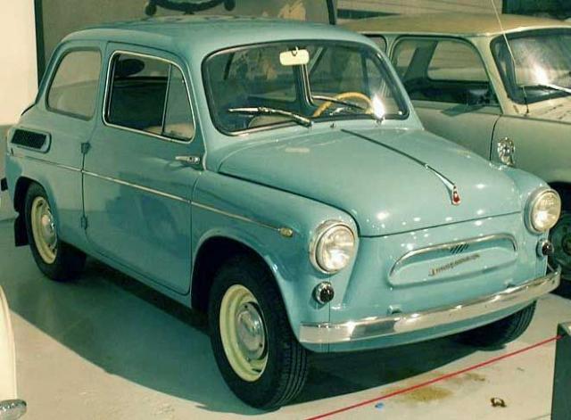 """22 ноября 1960 г. первая партия новеньких машин, получивших серийное название """"ЗАЗ-965"""" , а в народе известные как """"Запорожец"""", отправилась к счастливым покупателям."""