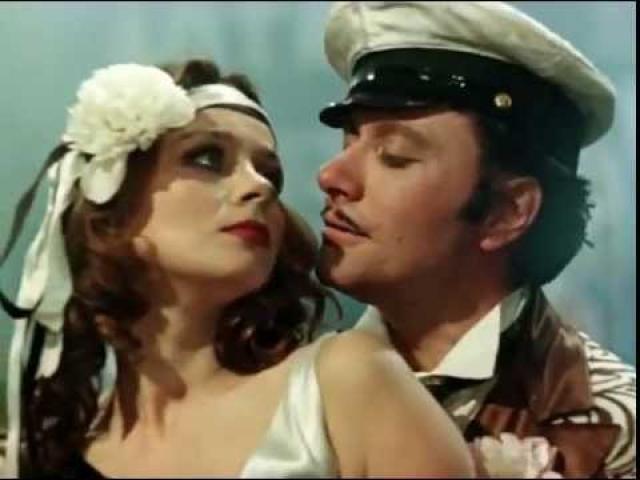 """Любовь Полищук. В 1977 году Любовь Полищук дебютировала в кино. Марк Захаров пригласил молодую актрису в знаменитый эпизод фильма """"12 стульев"""", где вместе с Остапом Бендером, которого играл Андрей Миронов, она танцевала """"Танго страсти""""."""