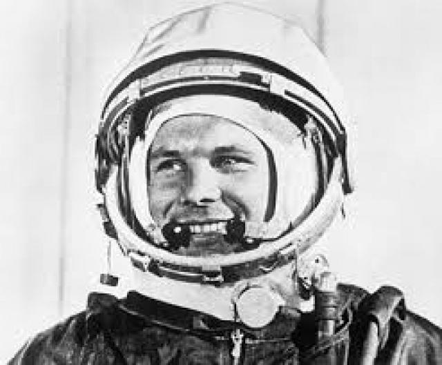 """Герой Советского Союза, летчик-испытатель Марк Галлай, занимавшийся тренировками первых космонавтов и присутствовавший при гагаринском старте, в книге """"С человеком на борту"""" рассказывал, что надпись появилась в самый последний момент."""