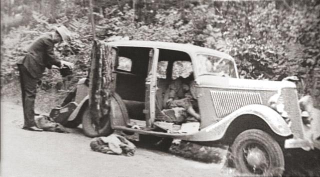 """Бонни и Клайд попались в засаду ФБР и были застрелены в 1934 году. В 1967 году их история легла в основу фильма """"Бонни и Клайд""""."""