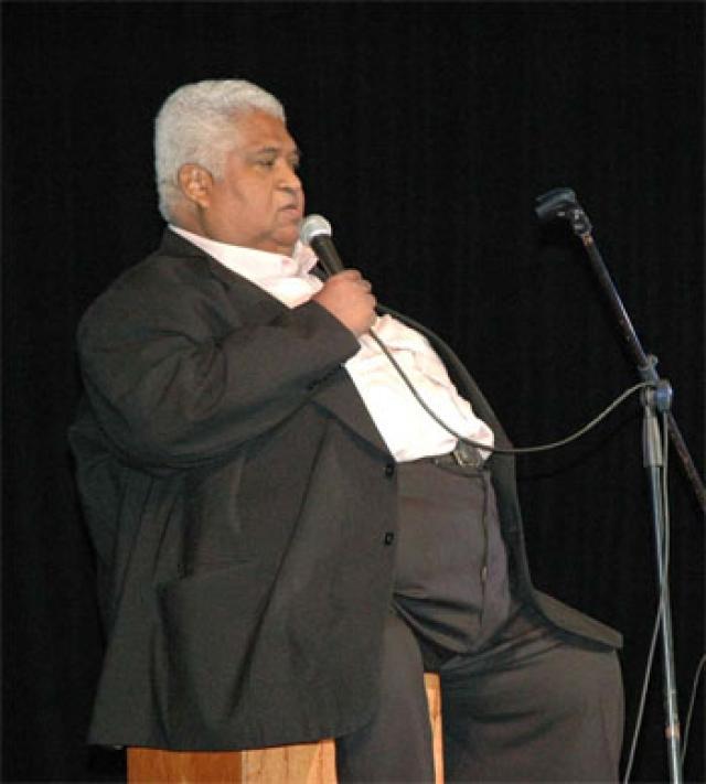 Певец покорил слушателей своими интерпретациями креольской музыки, в которых гитарные мелодии в испанском стиле сочетались с африканскими ритмами.