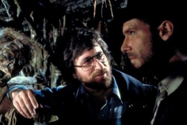 """Стивен Спилберг и Харрисон Форд на съемках фильма """"Индиана Джонс: в поисках утраченного ковчега"""""""