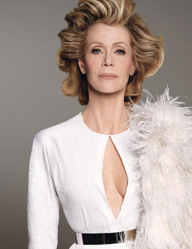 """Кстати, и свою мечту об актерской карьере Джейн осуществила: на ее счету два """"Оскара"""" и более 40 других престижных кинонаград, а не так давно на Netflix вышел ситком """"Грейс и Фрэнки"""" с 77-летней Фондой в главной роли."""