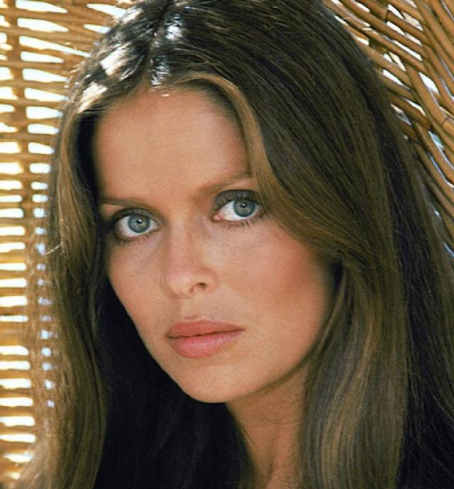 """В следующей экранизации - """"Шпион, который меня любил"""" (The Spy Who Loved Me) 1977 года девушкой Бонда стала Барбара Бах ."""