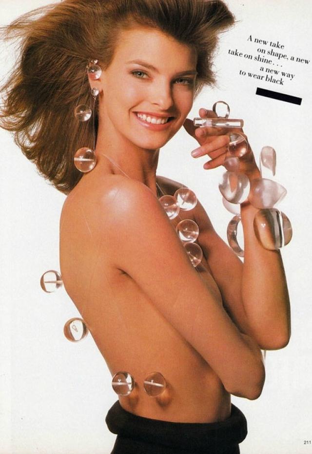 """Она участвовала во множестве рекламных кампаний, самыми незабываемыми из которых стали реклама """"Opium"""" от Yves Saint Laurent и """"Fidji"""" от Guy Laroche, сотрудничала с Calvin Klein, Chanel, Chloé, Versace, Ralph Lauren."""