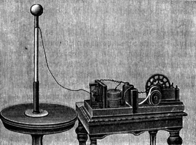 Попов впервые продемонстрировал эффект радиопередачи в 1895 году, но, как это часто у нас бывает, не озаботился получением патента.