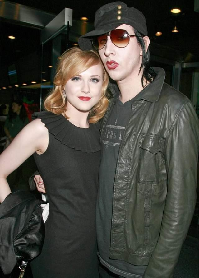 В 1998 году Мэнсон встретил Роуз Макгоуэн, с которой впоследствии был помолвлен, но в начале нулевых помолвка была расторгнута.