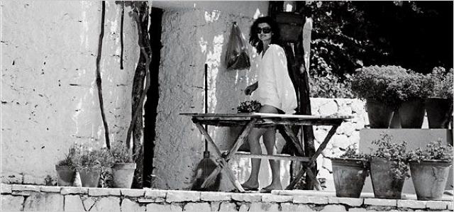 Джеки встречала объектив Галеллы внешне спокойно, однако доводить фотограф знаменитостей умел.