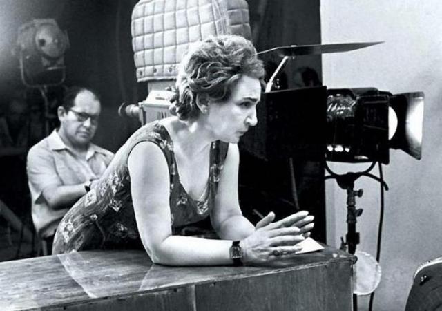 Большинство актеров параллельно работали и на других картинах, поэтому собрать всех вместе для съемок было крайне сложно – снимать приходилось ночью.