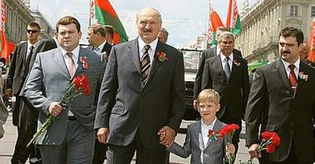 Александр Лукашенко. У президента Белоруссии трое сыновей и семь внуков. Старший и средний после службы в армии занимаются политикой.